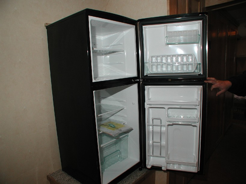 how much energy does a refrigerator use by mr electricity party invitations ideas. Black Bedroom Furniture Sets. Home Design Ideas